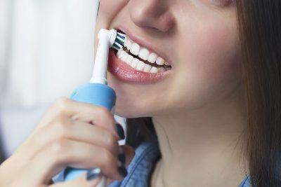 como usar cepillo de dientes eléctrico