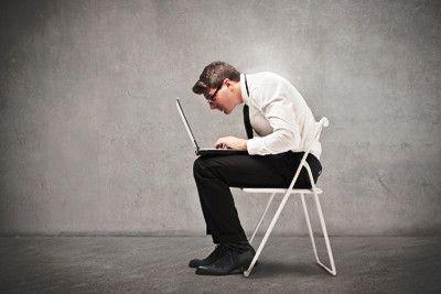 Como sentarse correctamente en una silla de oficina